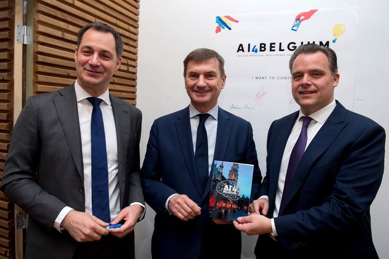 Vicepremier Alexander De Croo (Open Vld), vicevoorzitter van de Europese Commissie Andrus Ansip en minister van Digitale Agenda Philippe De Backer (Open Vld). Beeld Photo News