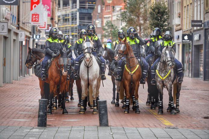 Politie te paard op de Demer.