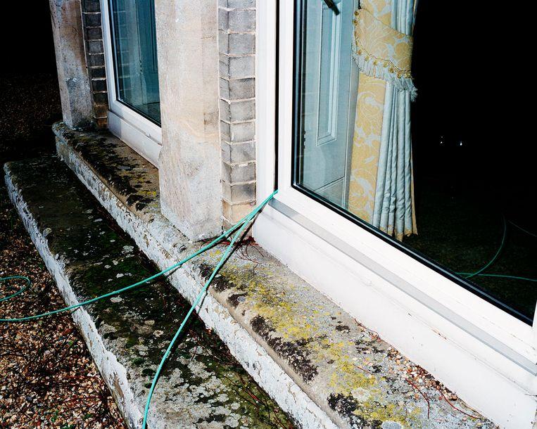 In CO-OP is onder andere werk van Klara Källström en Thobias Fäldt te zien. Beeld The house arrest of Julian Assange, Norfolk, England, 24-25 February 2011, from the series Wikiland, 2011 © Klara Källström and Thobias Fäldt