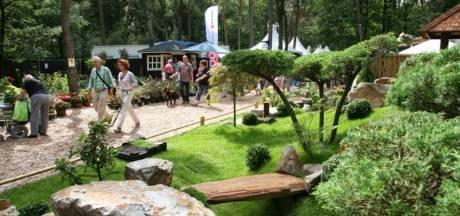 Bronzen erepenning voor jubilerend Bloem en Tuin