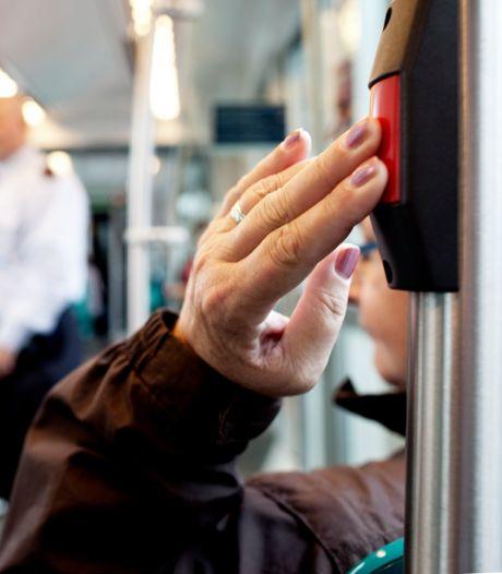 Forse bezuiniging openbaar vervoer in Rotterdam en regio: ritten schrappen en minder sociale controle