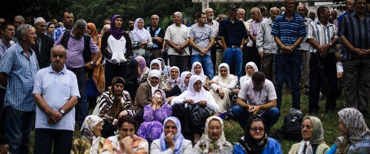 Sinds 2002 zijn de moslims terug in Srebrenica. Gisteren herdachten ze hun vermoorde vaders, broers en mannen. Beeld AFP