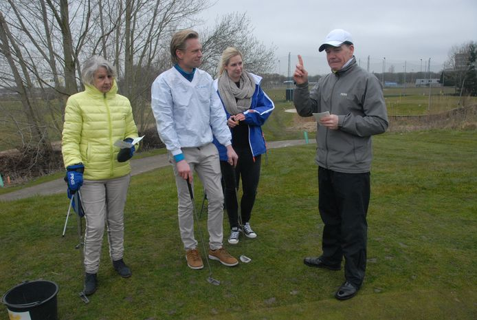De masterclass onder leiding van golfpro Mark Whittingham (rechts).
