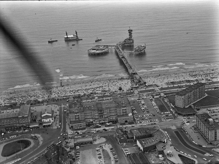 Augustus 1964: Het vierde deel van de Pier in aanbouw. Beeld anp