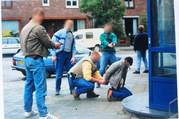 Leden van de Arnhemse Groep Bijzondere Opdrachten verrichten medio jaren 80 een aanhouding bij een Nijmeegse drugsactie.
