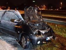 Auto vliegt in brand bij ongeluk op A50