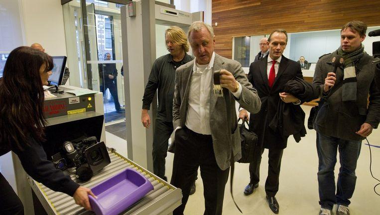 Johan Cruijff komt vanmorgen aan bij de rechtbank in Haarlem. Beeld anp