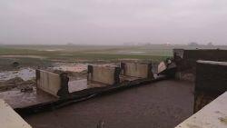 1.8 miljoen liter vloeibare mest stroomt in de natuur doordat betonnen muur van opslagplaats bezwijkt
