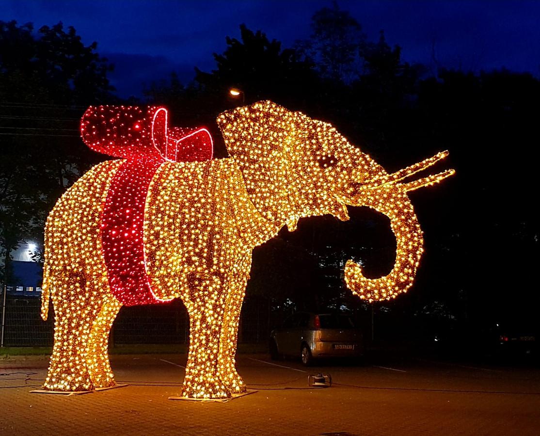 De verlichte olifant die bij winkelcentrum Drossaard komt te staan.