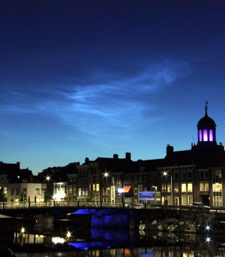 'Magie' in Zeeland: lichtende nachtwolken verschijnen boven Middelburg