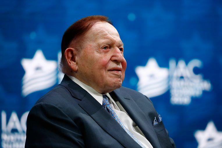 Sheldon Adelson luistert naar een toespraak van Donald Trump in 2019. Beeld AP