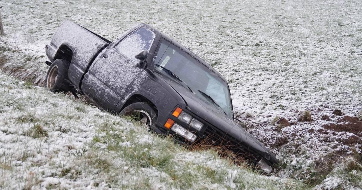 Nieuwsoverzicht | Ongelukken door sneeuwval - Tientallen ouderen weggestuurd bij priklocatie GGD.