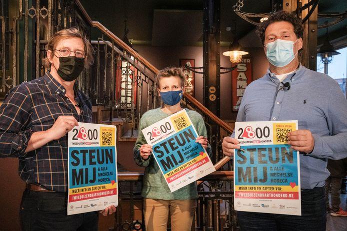 Charles Leclef, Greet Geypen en Christian Michiels met enkele affiches van de campagne #tweeduizendHARThonderd.