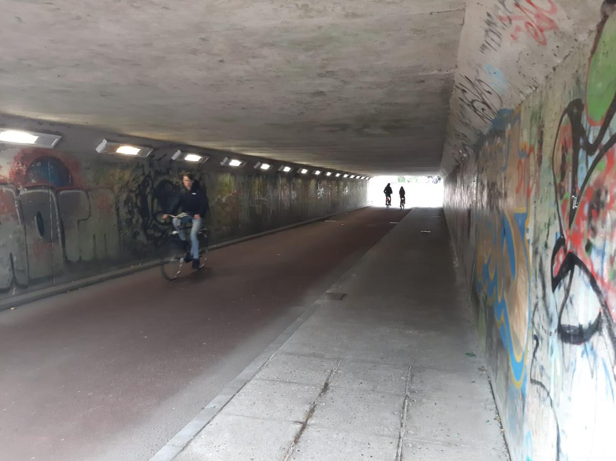 De fietstunnel onder de N3.