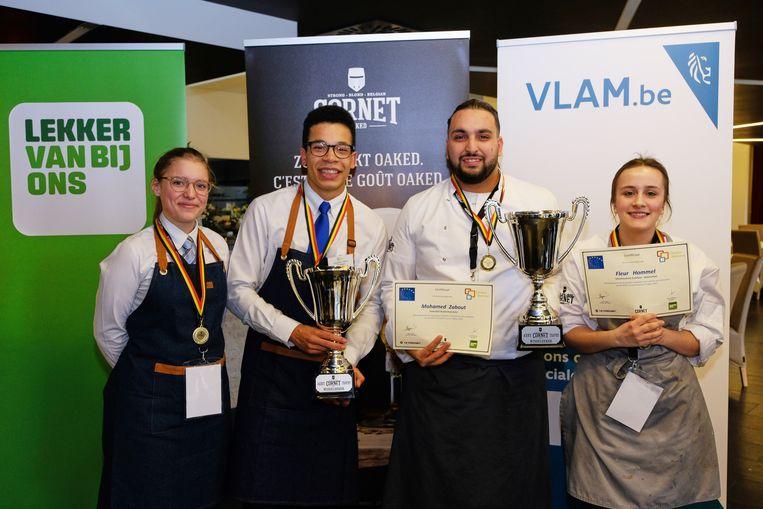 Een deel van de winnaars met de tweede van links Tobi Tshinkunku Bakole uit Vosselaar die les volgt aan het VTI Spijker en Fleur Hommel (rechts) uit Turnhout die les volgt zaan Talentenschool Turnhout.