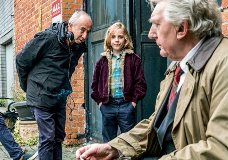 'Plots zag ik mezelf daar liggen, zwaargewond, in paniek' Stijn Coninx met Jan Decleir en de 11-jarige Mo Bakker, die de jonge David Van de Steen speelt Beeld