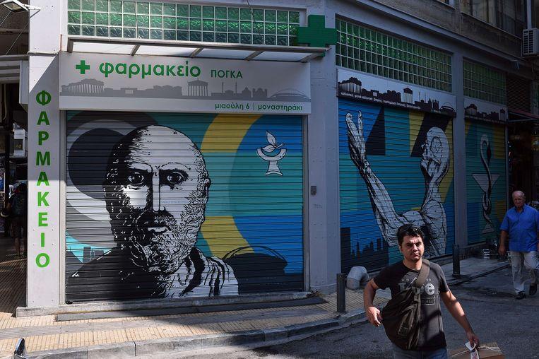 Een gesloten apotheek in Athene. Beeld afp