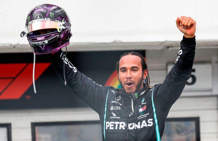 Formule 1-coureur Lewis Hamilton eindigde zondag als eerste in Hungaroring. Beeld AFP