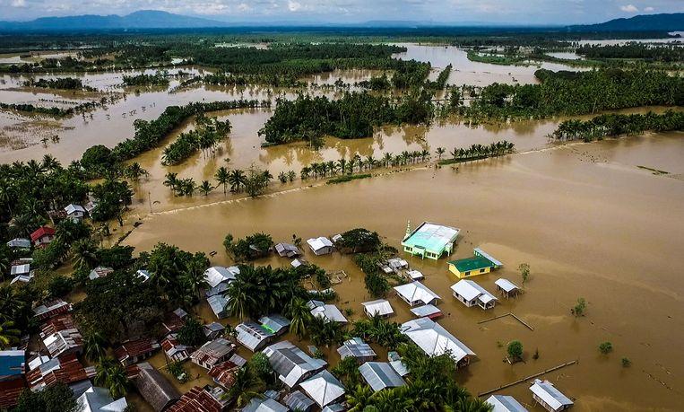 Mindanao, een eiland in het zuiden van de Filipijnen staat blank. Het dodental is intussen opgelopen tot 200.  Beeld AFP
