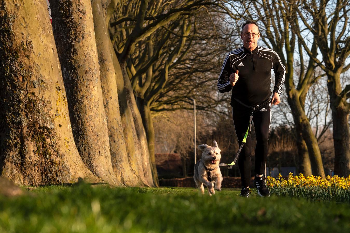 René van Nijnatten heeft een nieuwe passie: hardlopen met zijn hond.
