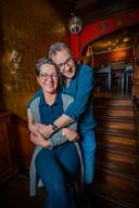 Stamgasten van café Momfer de Mol Hans Smits en Betty Kluin trouwden zelfs in het café.
