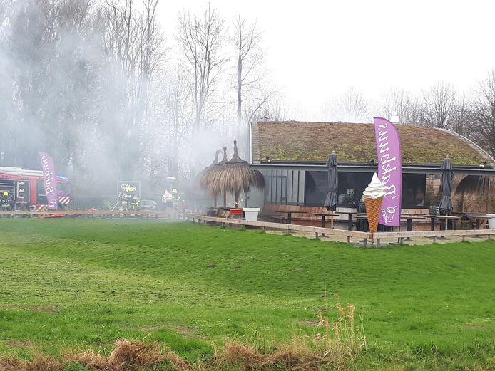 De brand bij de cafetaria in Beneden-Leeuwen.