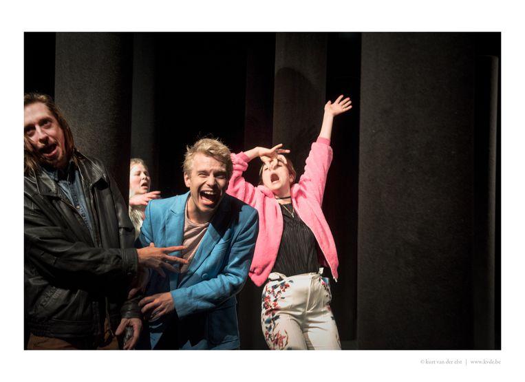 Een dag na de première van 'Heilig hart' van Arne Sierens werd er ruim drie uur aan gesleuteld.  Beeld RV - Kurt Van der Elst