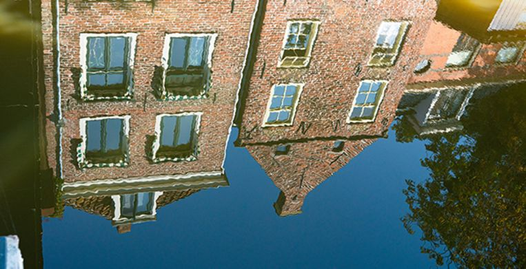 houses near water in Appingedam, Holland Beeld Getty Images/iStockphoto
