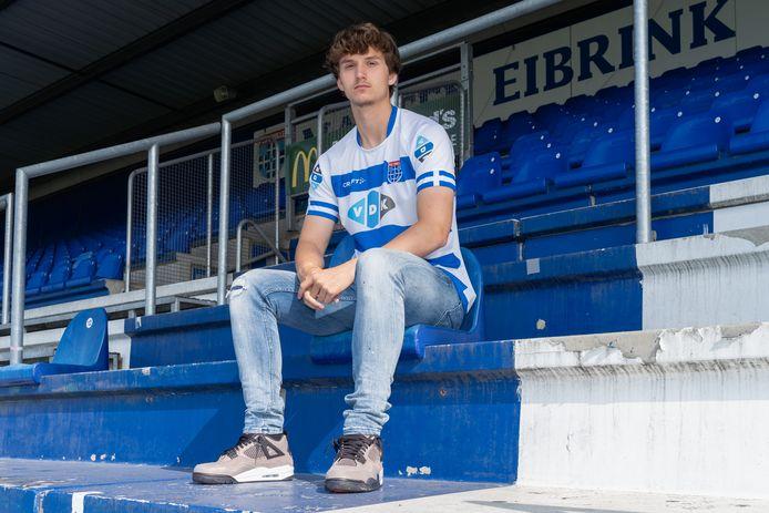Ondanks interesse van verschillende clubs blijft Rav van den Berg bij PEC. Hij tekende een nieuw contract dat hem tot medio 2024 aan de Zwollenaren verbindt.