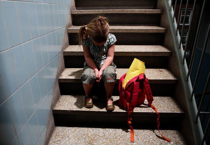 En dan zit je ergens op een trap. Steeds meer gezinnen raken dakloos. (foto ter illustratie)