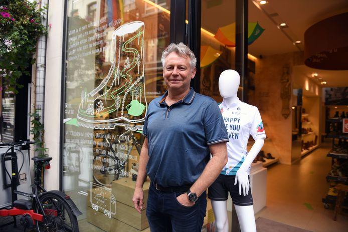 Erik Meulemans van Mertens Schoenen opent zondag de deuren, maar verwacht geen hoogdag voor de verkoop.