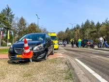 Twee auto's botsen op elkaar in Mierlo, weg tijdelijk afgesloten