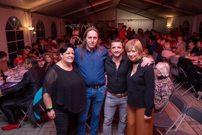 Els Keppens en Patrick Baeyens met Geert Van Acker en Mieke De Booser (peter en meter) van Radio Parkies.