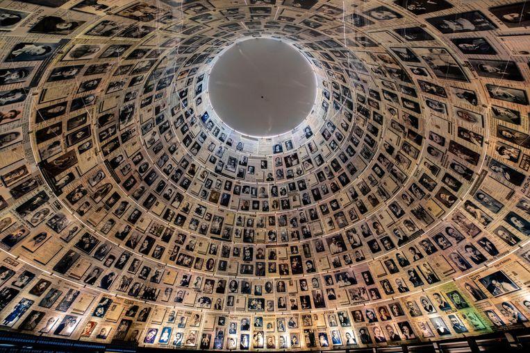 De imposante Hall of Names in het Yad Vashem World Holocaust Remembrance Center.  Beeld Alamy Stock Photo