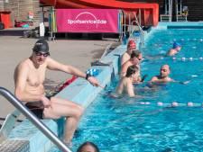 Topdrukte bij buitenzwembad De Vrije Slag: 'Iedereen is zo ontzettend blij'