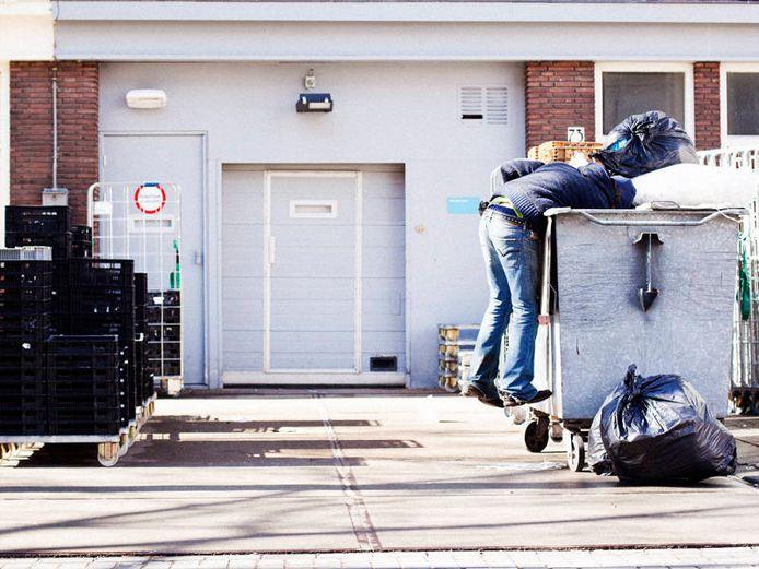Robin (42) haalde veel van zijn eten uit de afvalbakken van winkels en restaurants.