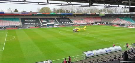 Inzameling NEC voor kinderziekenhuis, Elaya (10) bezorgt met traumahelikopter de wedstrijdbal