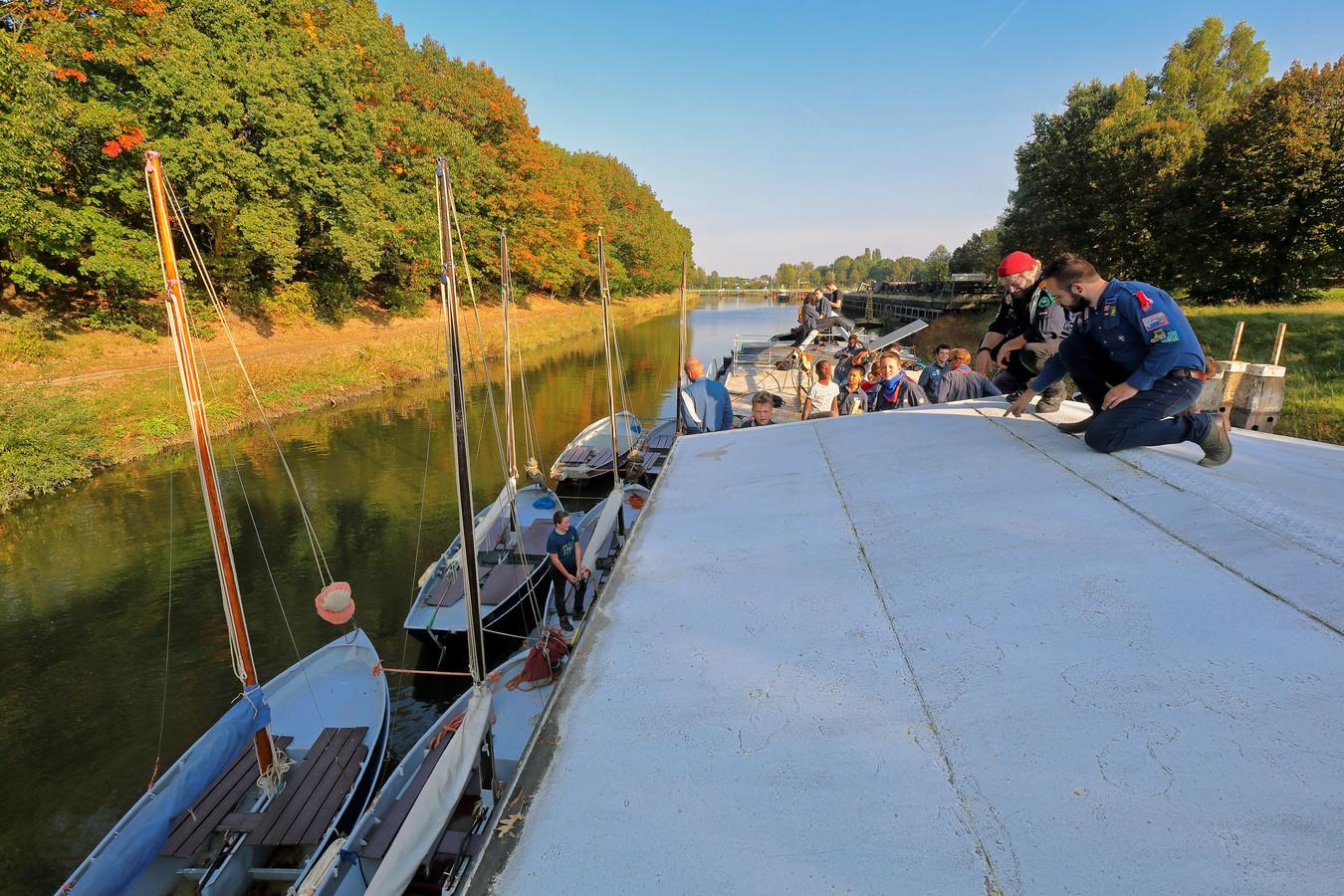 Het schip de Rola van de waterscouts van het Zuiderkruis.