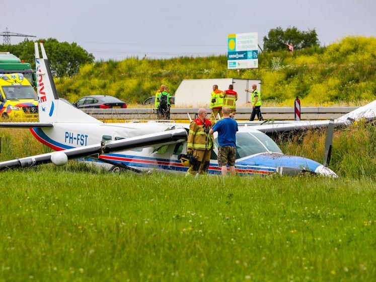 Vliegtuig eindigt in sloot langs A50