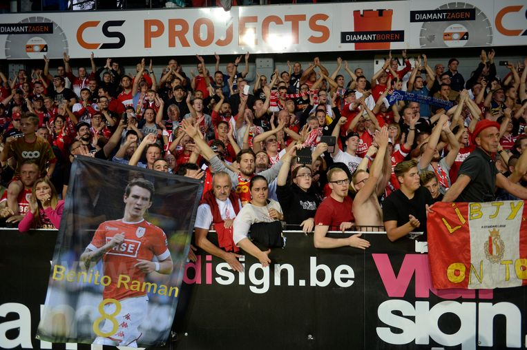 LOKEREN  -  SEPTEMBER 18, 2016 :  the supporters  of Standard Liege celebrates the win pictured during Jupiler Pro League match between KCS Lokeren OV  and Standard of Liege  on September 18, 2016 in Liege, Belgium ( Photo by Philippe Crochet / Photonews *** Beeld Photo News