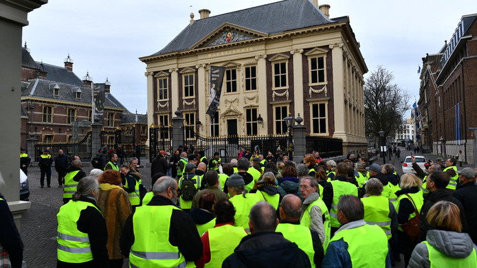Gele hesjes bij Mauritshuis in Den Haag.