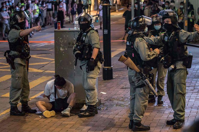 Arrestaties na protesten in Hongkong, juli vorig jaar. Beeld AFP