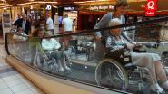 Bewoners rustoord Hingeheem krijgen uitstap naar shoppingcenter cadeau