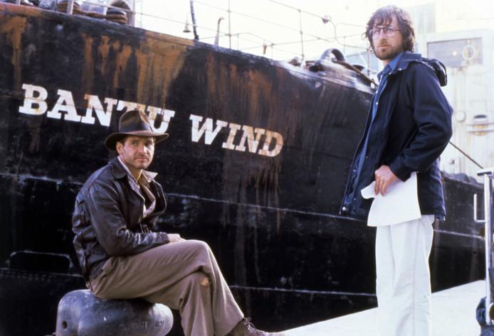 In 1981, Harrison Ford en Spielberg op de set van Raiders of the Lost Ark
