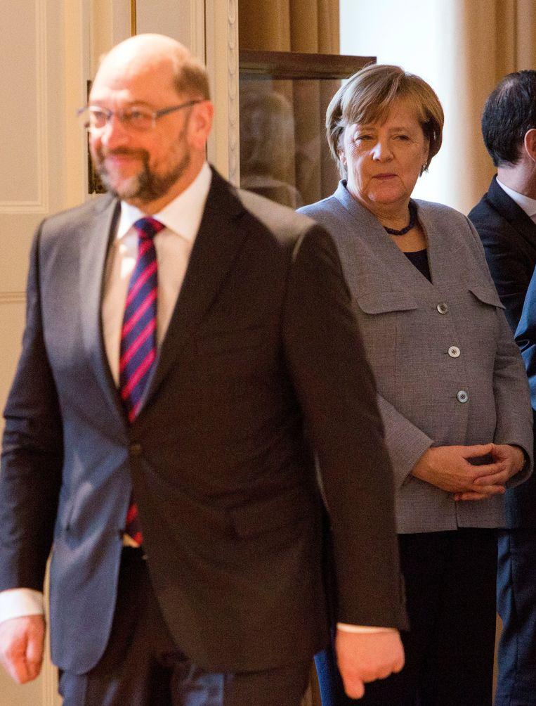 Martin Schulz (links) en Duits bondskanselier Angela Merkel. Beeld EPA