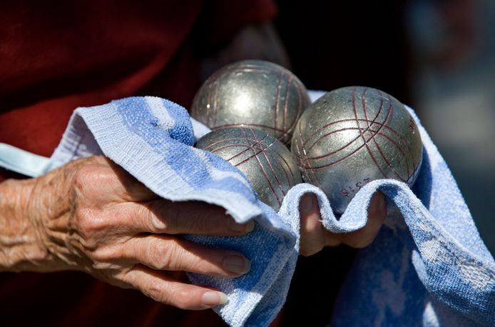 Burgemeester Reinie Melissant wil met bewoners graag een partijtje jeu de boules spelen.