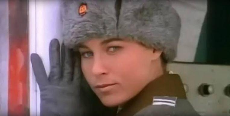 Anya Major in de videoclip van Nikita.  Beeld