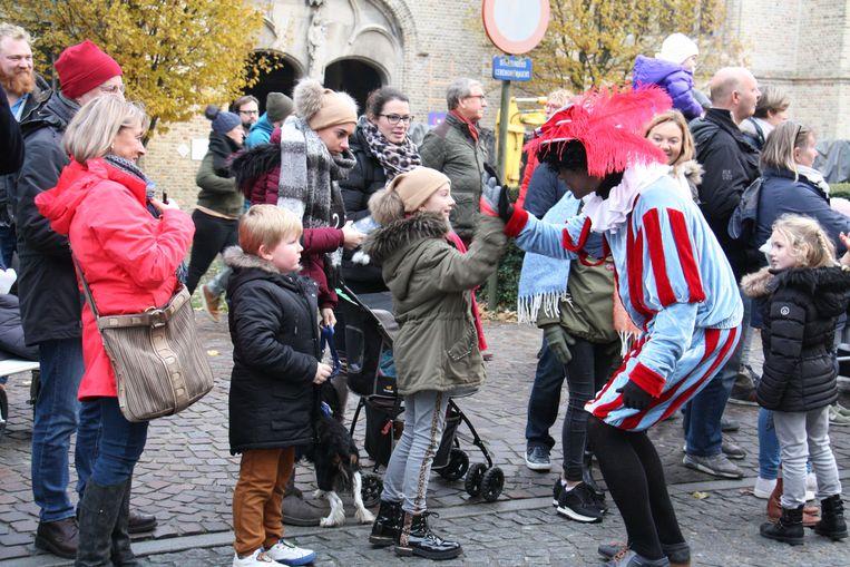 High five met deze Zwarte Piet.