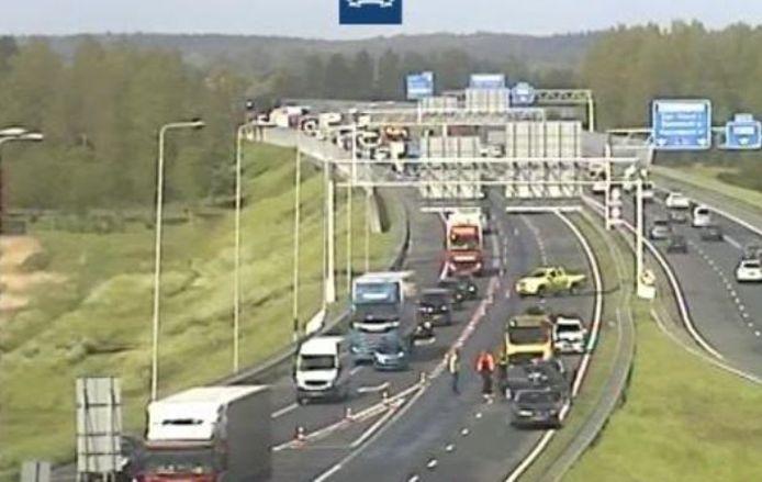 De verbindingsweg van de A30 naar de A12 is tijdelijk dicht geweest door een ongeluk.