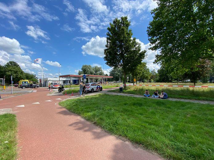 Hulpdiensten verzamelden zich bij het tankstation van Total langs de Harenbergweg in Zutphen.
